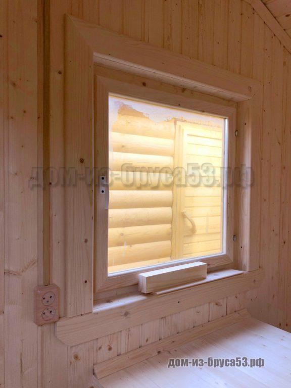 Окно в мобильной бани