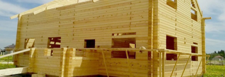 Дом из бруса 9х12 в два этажа построен под усадку для постоянного проживания по индивидуальному проекту.
