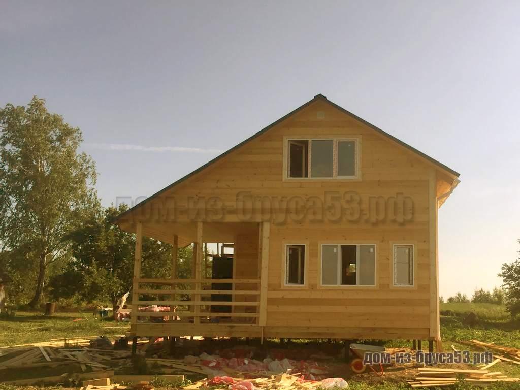 Дом в полтора этажа с террасой под крышей