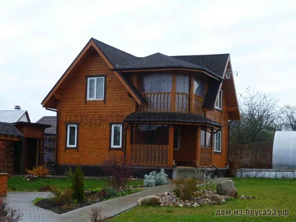 Каркасный дом с оригинальным оформлением