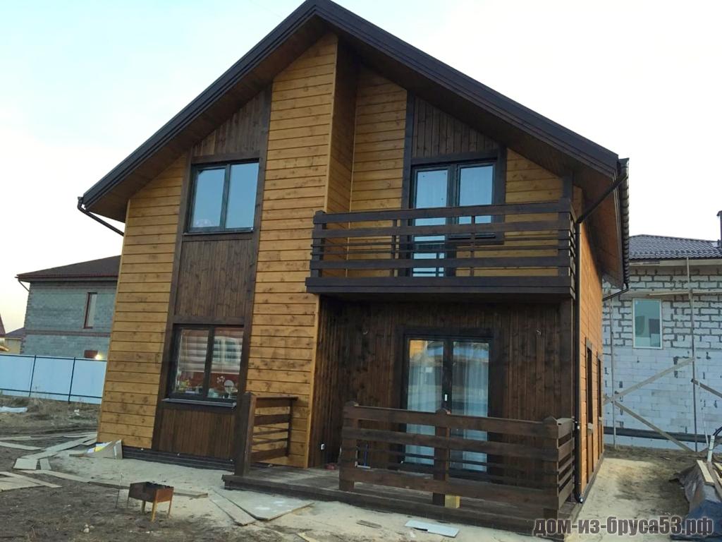 Популярный дом с балконом