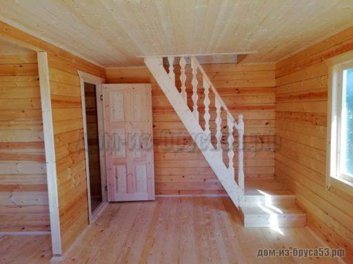 Стандартная лестница в деревянном доме