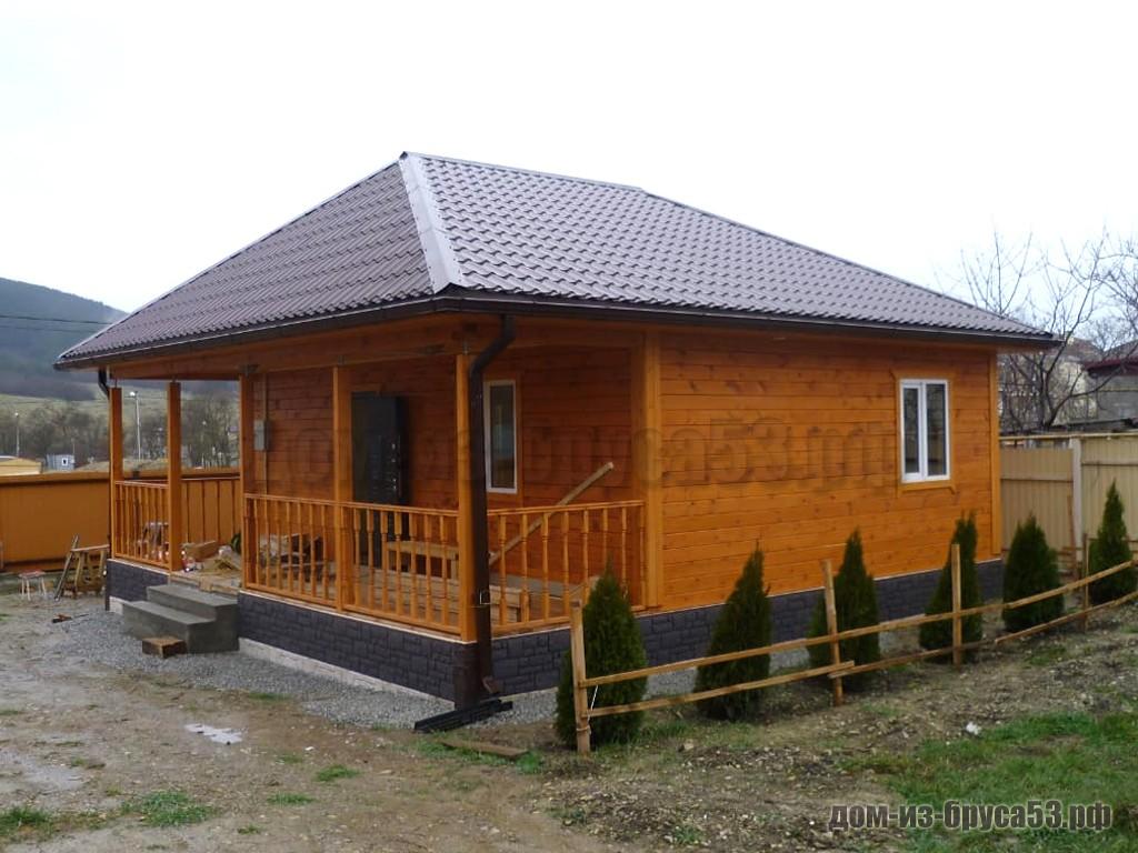 Вальмовая крыша одноэтажного дома